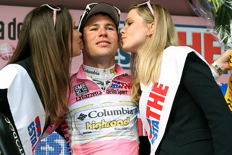 Cavendish meets with high-ranking Giro officials.