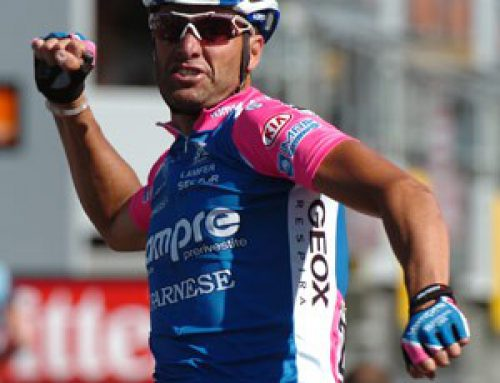 Petacchi wins Giro stage 2. Cavendish angry in pink.