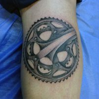 rustic-bicycle-chain-gear-tattoo-on-legs-for-men