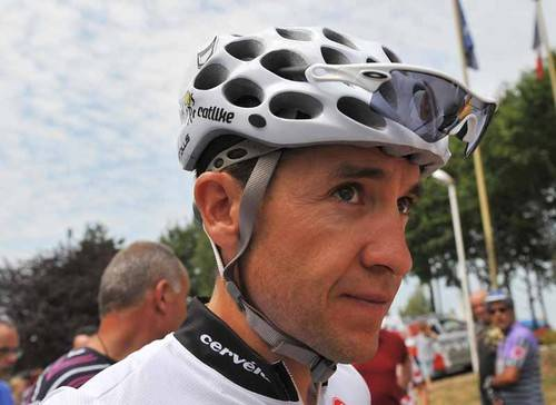 UCI turns down Geox, saves Carlos Sastre from death.